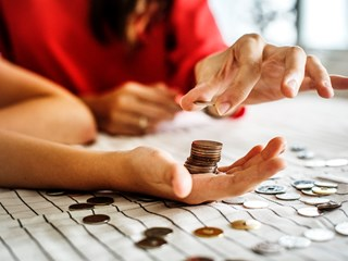 women counting coins